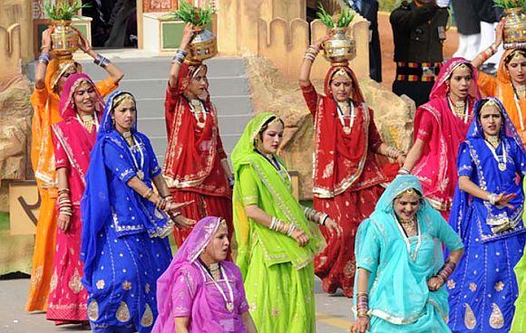 Schoolchildren performing at Rajpath